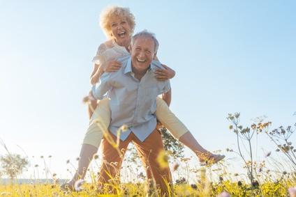 glückliches, älteres Paar
